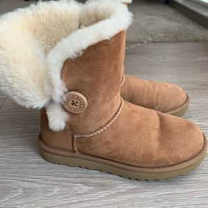 UGG Boots Bailey Button II Chestnut Size 7